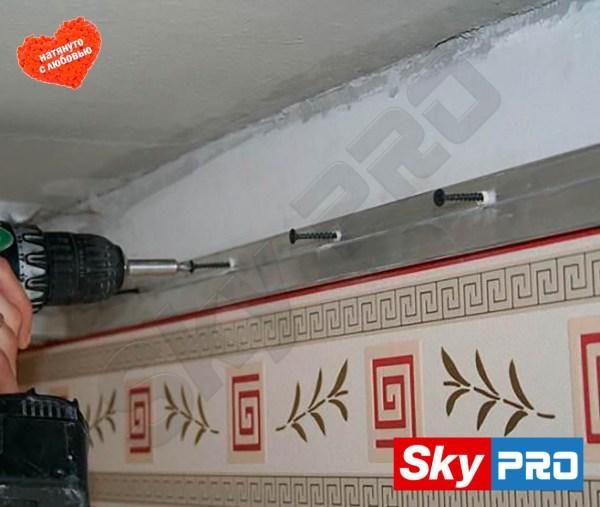 Что сначала обои или натяжной потолок?