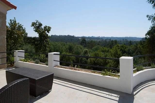 foto 2 zitje met bergzicht voor slaapkamer en keuken terras 1e etage adegahuis