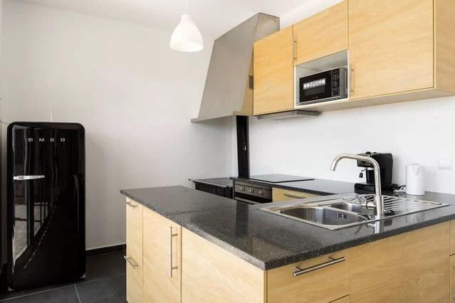 foto 4 werkblad en apparatuur deel keuken 1e etage adegahuis
