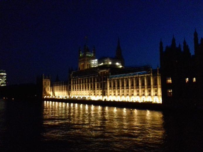 Big Ben y Westminster Palace de Noche – Londres