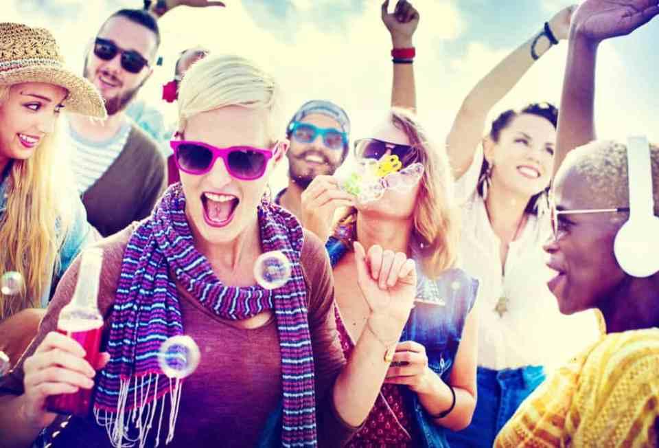 como se divierten los millennials