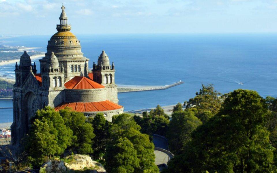 Vista Monte Luzía en Viana do Castelo, uno de los pueblos costeros más bonitos de Portugal en el norte