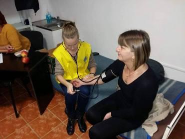 """Lugoj Expres Clubul Lions """"Ana Lugojana"""", acțiune medicală la Nădrag testare gratuită a glicemiei Simona Marinescu Lions la Nădrag Clubul Lions """"Ana Lugojana"""" Anda Maria Neagoe acțiune medicală la Nădrag"""