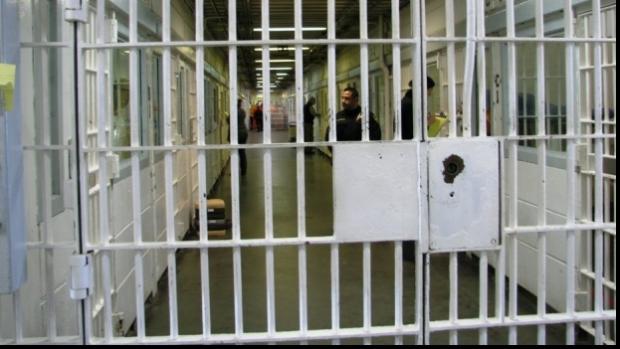 Lugoj Expres Trei tineri, condamnați pentru trafic de droguri, reținuți de polițiștii lugojeni trafic de droguri tineri polițiștii lugojeni pedeapsă nerespectarea regimului armelor mandat Lugoj infracțiuni închisoare grup infracțional executare condamnați