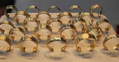 """Lugoj Expres Autorii furtului de la bijuteria """"Bella Gold"""" au fost identificați. Doi au ajuns, deja, în arest polițiștii lugojeni Lugoj hoții de bijuterii furt de bijuterii casetă cu bijuterii bijuteria Bella Gold autorii furtului arestați"""
