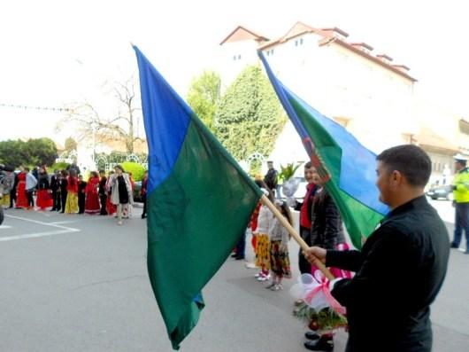 Lugoj Expres Ziua internaţională a rromilor a fost sărbătorită la Lugoj. Primarul Francisc Boldea li s-a adresat participanților... în limba rromani ziua romilor la Lugoj ziua internațională a romilor sărbătoarea etniei romilor romi DASC Lugoj