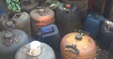Lugoj Expres Percheziții la Făget. Polițiștii au confiscat țigări, alcool și  motorină țigări percheziții la Făget percheziții motorină Făget descinderi contrabandiști alcool