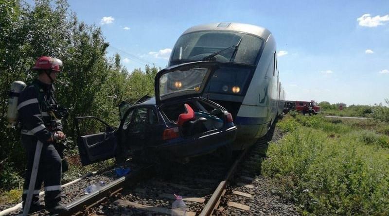 Lugoj Expres Accident feroviar, în apropiere de Buziaș. O femeie și fiica ei, de doar 2 ani, au fost rănite (FOTO) virculația feroviară blocată victime trecerea la nivel cu calea ferată mașină lovită de tren ISU Timiș Hitiaș Buziaș accident feroviar