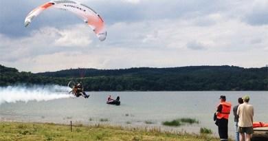 Lugoj Expres Zilele Lacului Surduc 2018. Iată programul evenimentului zilele lacului Surduc turism tiroliană sporturi nautice spectacole seri de pește proiecție premiera plimbări cu barca lasere hologramă eveniment ecran de apă defilare concursuri concerte bărci Dragon ambarcațiuni