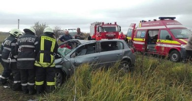 Lugoj Expres Accident cu trei victime pe DJ 680 Lugoj-Tapia (FOTO) victime mașină răsturnată DJ 680 Lugoj-Tapia accidemt grav