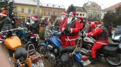 """Lugoj Expres """"Moș Crăciun motociclist"""" a oferit daruri copiilor din Lugoj Road Patrol MC Lugoj motocicliști Moș Crăciun Motociclist daruri ajunul Crăciunului"""