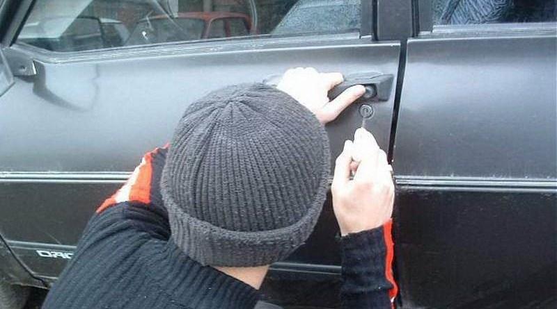 Lugoj Expres Doi hoți au furat 5.000 de lei dintr-un autoturism Polițiști IPJ Hunedoara hoti furt Făget dosar penal autoturism activitate infracțională