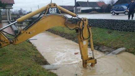 Lugoj Expres Estul județului Timiș, afectat de inundații precipitații abundente pompieri pagube inundații Făget evacuarea apelor Balinț apă