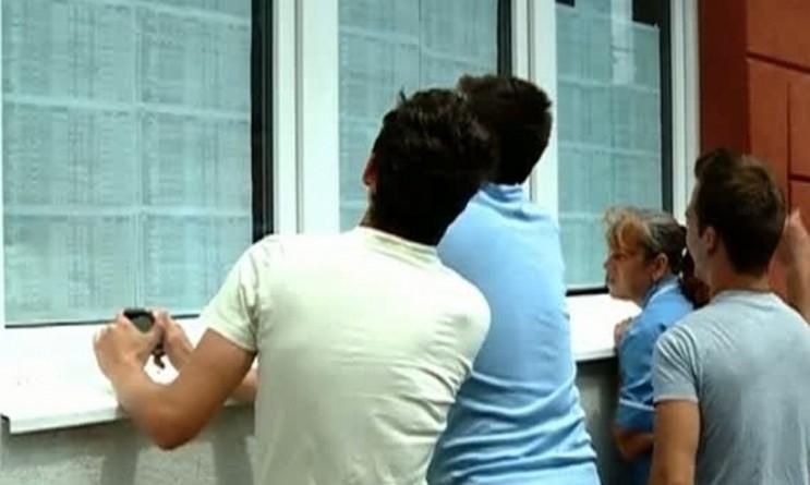 """Lugoj Expres Bacalaureatul de toamnă, la Lugoj: Din cei 200 de candidați înscriși au promovat examenul 45 de absolvenți de liceu rezultate promovați Lugoj Liceul Teoretic """"Iulia Hasdeu"""" Lugoj Liceul Teoretic """"Coriolan Brediceanu"""" Lugoj Liceul Tehnologic """"Valeriu Branişte"""" Lugoj Liceul Tehnologic """"Aurel Vlaicu"""" Lugoj examen candidați bacalaureatul de toamnă Bacalaureat"""
