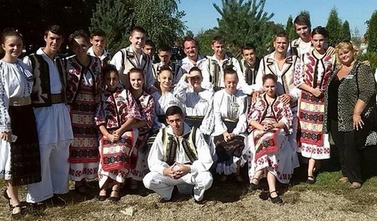 Lugoj Expres Festival de folclor, la Victor Vlad Delamarina Victor Vlad Delamarina tineri interpreți soliști promovare Perla Banatului instrumentiști folclor festival ansambluri