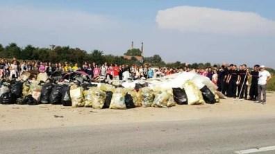 Lugoj Expres Voluntarii au făcut curățenie în Lugoj! Au adunat 560 de saci de gunoi World Cleanup Day voluntari Lugoj Let's Do It gunoi ecologizare deșeuri curățenie acțiune