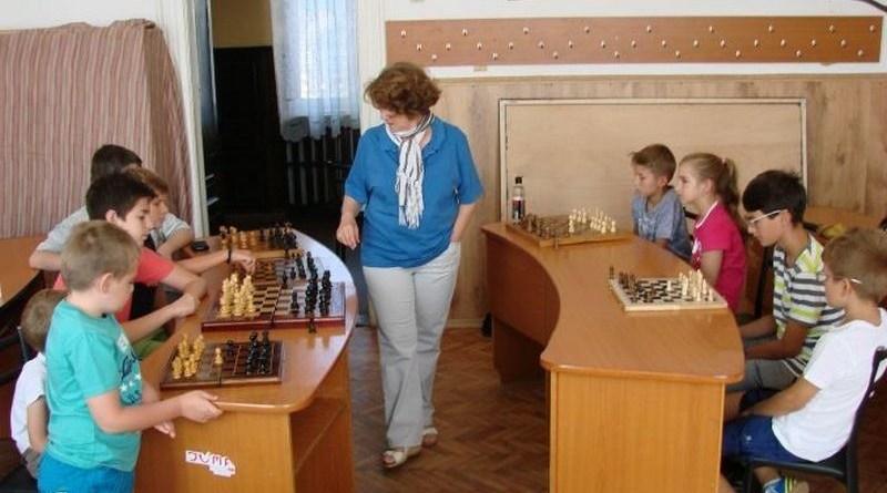 Lugoj Expres Simultan de șah, cu maestra internațională Ligia Jicman, la Clubul Copiilor Lugoj simultan șah maestra internațională Lugoj Ligia Jicman Clubul Copiilor