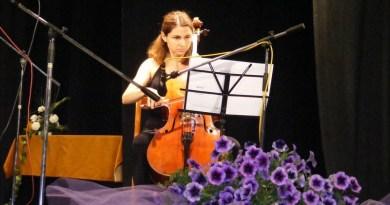 Lugoj Expres O lugojeancă, membră în Orchestra Uniunii Europene violoncelista solistă Orchestra Uniunii Europene Oana Unc muzicieni lugojeancă Lugoj ceremonia