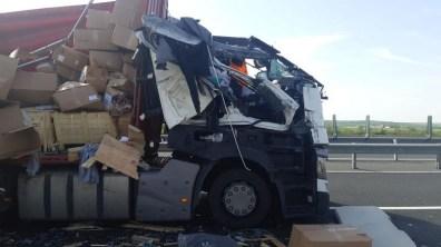 Lugoj Expres Impact violent între două TIR-uri, pe autostrada A1 trafic blocat tiruri Timișoara Lugoj Impact violent coliziune autotren autostrada A1 accident