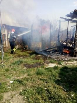 Lugoj Expres Anexa unei case din Hitiaș, distrusă de flăcări pompieri ISU Timiș intervenție incendiu Hitiaș incendiu Hitiaș foc flăcări