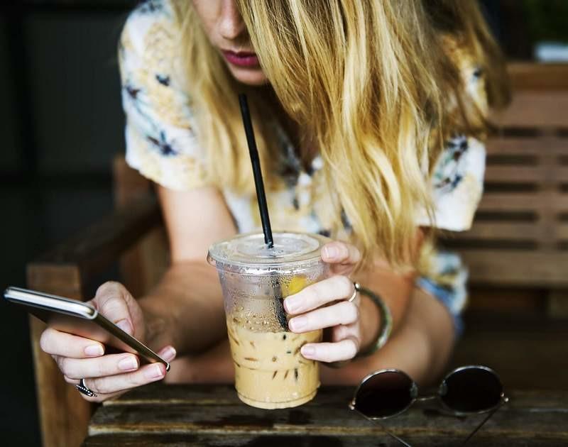 Lugoj Expres 3 pași pe care să-i urmezi pentru ca telefonul tău să arate și să funcționeze ca unul nou telefon spațiu smartphone interfața ecranului husă gadget curățenie generală cosmetizare 3 pași