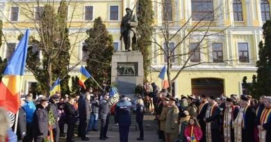 Lugoj Expres Ziua Națională a României, sărbătorită printr-un ceremonial militar-religios, la Lugoj Ziua Națională monumentul Unirii Lugoj detașament defilare ceremonial 1 Decembrie