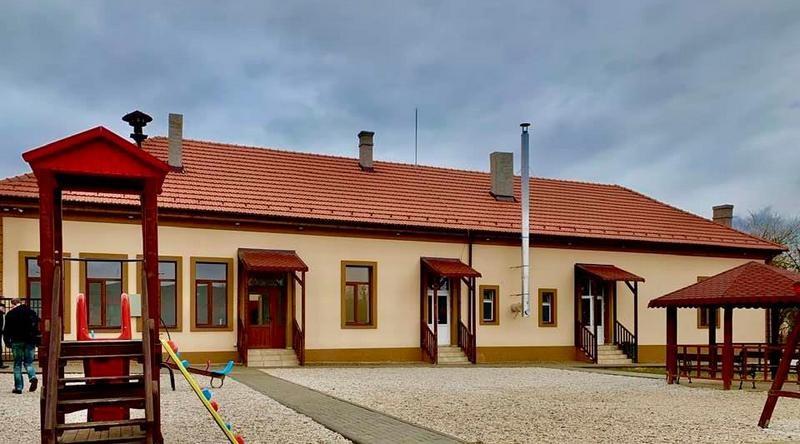 Lugoj Expres Școală și grădiniță renovate, la Gladna Română Școala Gimnazială Fârdea școală renovare reabilitare Primăria Fârdea lucrări inaugurare grădiniță Gladna Română Fârdea Asociația Kratima