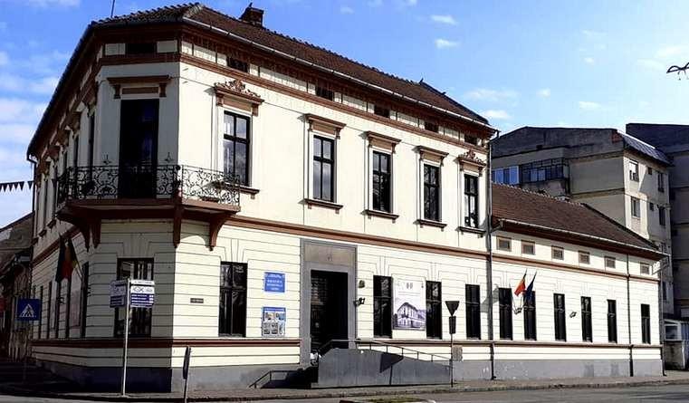Lugoj Expres Dezbatere publică: Se caută un nume pentru Biblioteca Municipală Lugoj se caută un nume propunere moment aniversar Lugoj Henrieta Szabo dezbatere publică Biblioteca Municipală Lugoj 70 de ani