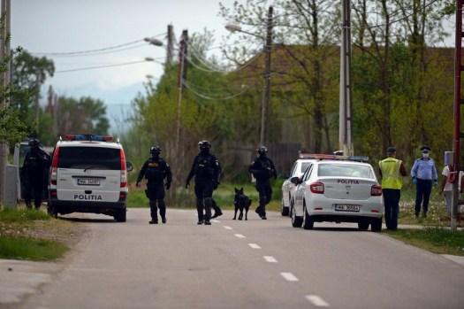 Lugoj Expres Acțiune de amploare a polițiștilor în Lugoj și localitățile învecinate. Au fost aplicate amenzi în valoare de peste 127.000 de lei Victor Vlad Delamarina trupele speciale sancțiuni poliție persoane legitimate ordonanțe militare mascați Lugoj IPJ Timiș intervenție infracțiuni Găvojdia filtre drumurile publice circulație Belinț autoveicule amenzi acțiune