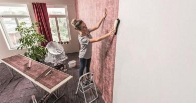 Lugoj Expres Cum decorează românii pereții interiori - vopsele în culori calde, tapet floral sau 3D și placări din lemn vopsele tapet pereți Hornbach decorat arte decorative amenajare