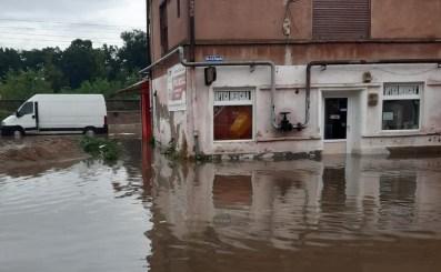 Lugoj Expres Lugojul, din nou sub ape! Au fost inundate străzi, garaje, magazine, subsoluri și gospodării străzi inundate ploaie torențială Lugojul sub ape Lugoj inundații Lugoj inundații gospodării inundate