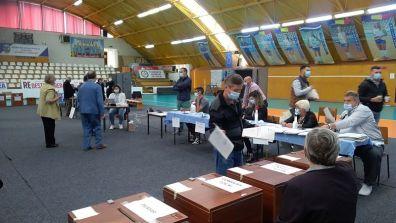 Lugoj Expres Lugojul votează! Aproape 7.000 de persoane au votat până la ora 14 votanți prezență Lugojul votează alegeri Lugoj alegeri locale alegeri
