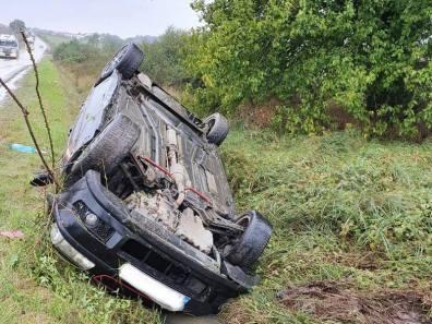 Lugoj Expres Șofer rănit, după ce s-a răsturnat cu mașina șofer rănit mașină răsturnată DJ 592 Buziaș accident DJ 592 accident