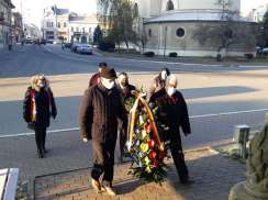 Lugoj Expres 1 Decembrie, fără manifestări oficiale, la Lugoj Ziua Națională a României PSD Lugoj PSD primăria lugoj PNL Lugoj PNL PMP Lugoj PMP monumentul Unirii Lugoj depuneri de coroane Călin Dobra 1 Decembrie