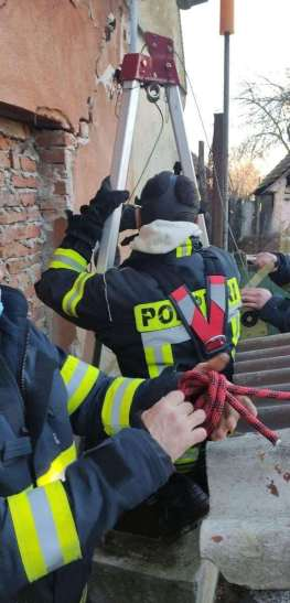 Lugoj Expres Câine căzut într-un puț, salvat de pompierii din Buziaș Racovița puț pompierii din Buziaș Hitiaș căine salvat câine Buziaș