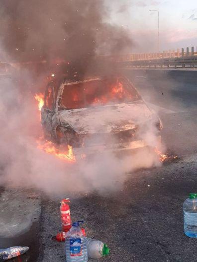 Lugoj Expres Autoturism distrus de flăcări, pe autostrada A1 Timișoara-Lugoj Timișoara Remetea Mare Lugoj ISU Timiș intervenție incendiu autoturism incendiu autostrada A1 incendiu autostrada A1