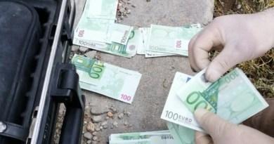 Lugoj Expres A furat 170.000 de euro! O parte din bani, găsiți îngropați, într-o localitate de lângă Lugoj răspundere penală probbatoriu prejudiciu percheziții o parte din bani Lugoj investigații criminale găsiți îngropați furt Boldur 170000 de euro