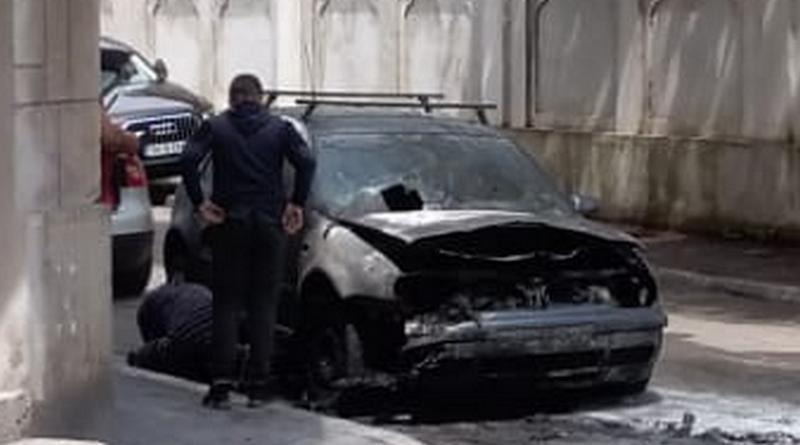 Lugoj Expres O mașină a luat foc în mers, pe o stradă din Lugoj victime pagube materiale Lugoj incident incendiu autoturism incendiu foc