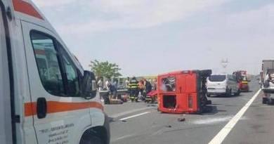 Lugoj Expres Microbuz răsturnat pe autostrada A1. Nouă persoane au fost rănite victime multiple vătămare corporală Topolovățu Mare Timișoara nouă pesoane rănite microbbbuz răsturnat Lugoj dosar penal cetățeni străini autostrada A1 accident grav