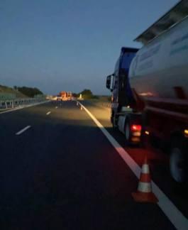Lugoj Expres Autocisternă răsturnată pe autostrada A1 Traian Vuia trafic Timișoara DRDP Timișoara Deva circulație banda de urgență autostrada A1 autocisternă răsturnată autocisternă