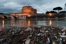 Near Ponte Sant'Angelo. Vast amounts of rubbish are thrown into the river every days.