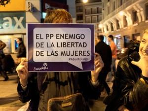 El PP, enemigo de la libertad de las mujeres. Día de la Mujer en Madrid. Manifestación contra la Ley del aborto de Gallardón (Partido Popular). By Luis F. Roncero
