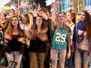 Mujeres jóvenes en manifestación. Día de la Mujer en Madrid. Manifestación contra la Ley del aborto de Gallardón (Partido Popular). By Luis F. Roncero