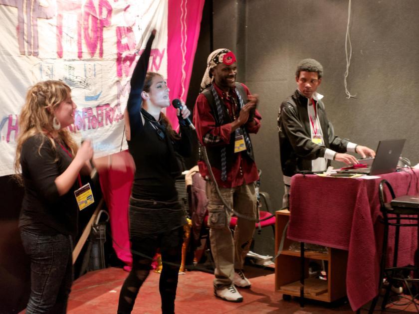Kris T y Sugar G en el festival Hip Hop Art Of Poetry en Lavapiés, Madrid. Fotografía de Luis F. Roncero.