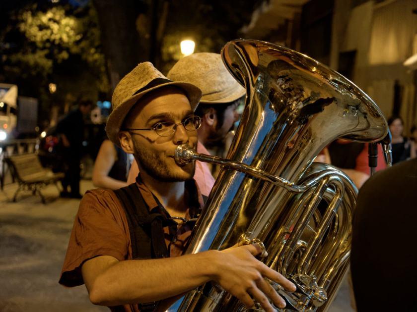 Marcos Caballero aka Markus Von Ritter, tuba de Million Dollar Mercedes Band. Fotografía de Luis F. Roncero.