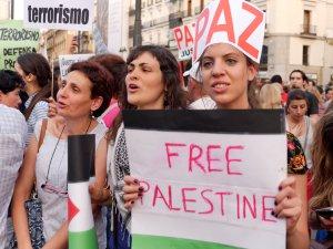 Mujeres por la paz y la liberación de Palestina. Manifestación contra el genocidio de Israel en Gaza.. By Luis F. Roncero