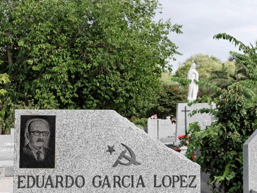 Lapida comunista de Eduardo García López. En el Cementerio Civil de Madrid. Imagen de Luis F. Roncero.
