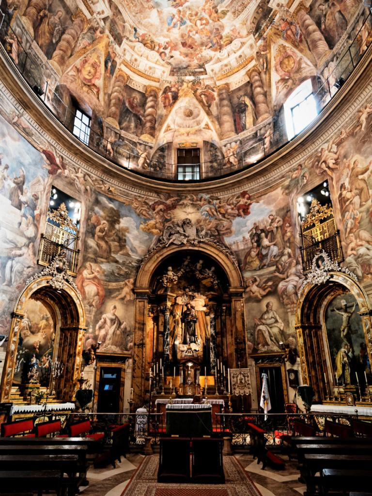 Vista general del interior de la Iglesia de San Antonio de los Alemanes de Madrid con el púlpito al fondo. Fotografía de Luis F. Roncero.