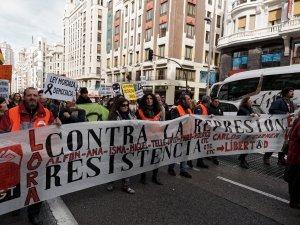 Pancarta contra la represión ejercida por el Partido Popular en España. Manifestación contra la Ley Mordaza en Madrid. By Luis F. Roncero