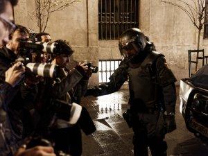Policía impidiendo a periodistas realizar su trabajo. Marchas de la Dignidad. Manifestación en Madrid. By Luis F. Roncero